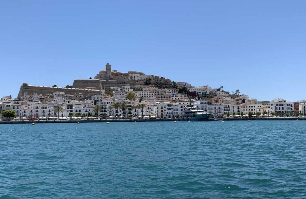 mit der Fähre von Palma nach Ibiza